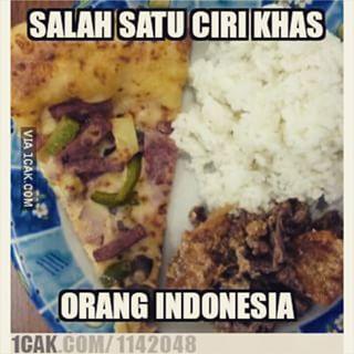 Makan pizza juga sama nasi? Indonesia banget deh!