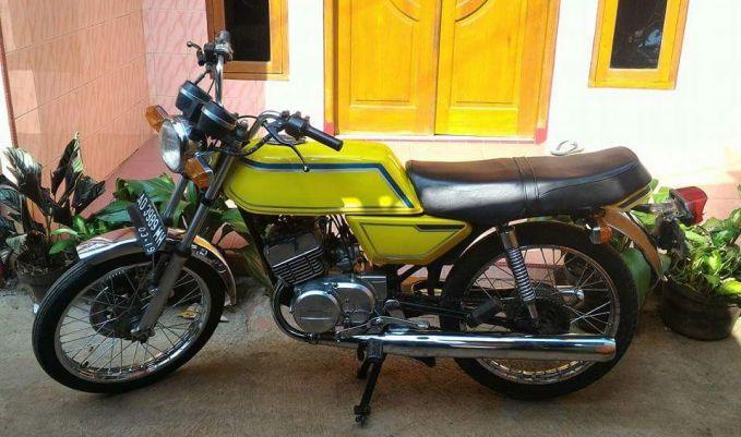 Siapa sih yang nggak kenal kegaharan motor Yamaha RX?. Sayang, motor tipe ini berhenti dikembangkan di Indonesia pada 2009 lalu. Dan RX 125 Twin ini adalah jenis Yamaha RX yang pertama kali masuk Indonesia Pulsker.