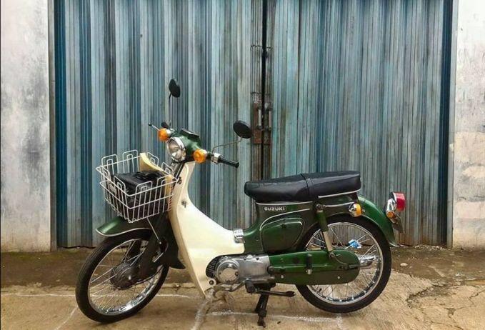 Sedangkan Suzuki seolah nggak mau kalah Pulsker. Pabrikan ini memproduksi seri Suzuki FR70 dan masuk Indonesia tahun 70-an. Kini, motor antik ini diburu kolektor dengan kisaran harga mulai dari Rp. 5 jutaan.