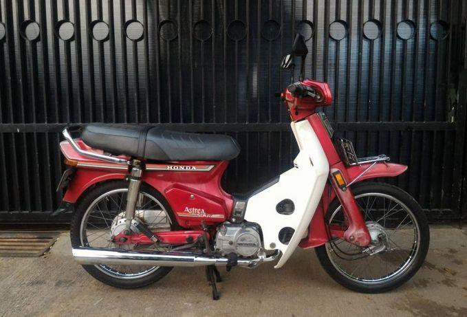 Varian Honda ngeluarin produk Astrea Star pada pertengagan tahun 1980-an, tepatnya era 1986. Motor ini adalah pengembangan dari motor Honda Super Cub yang diproduksi tahun 1960-an. Nah, itu dia Pulsker beberapa motor lawas yang kini diburu oleh kolektor di Indonesia. Gimana, tertarik mau ngoleksi juga?.