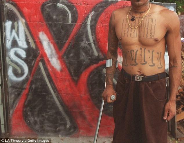 Untuk mengidentifikasi diri sebagai anggota kelompok, mereka membuat tato khusus di tubuh. Diantaranya adalah tulisan 'Brown Pride' atau angka romawi 18 'XVIII'.
