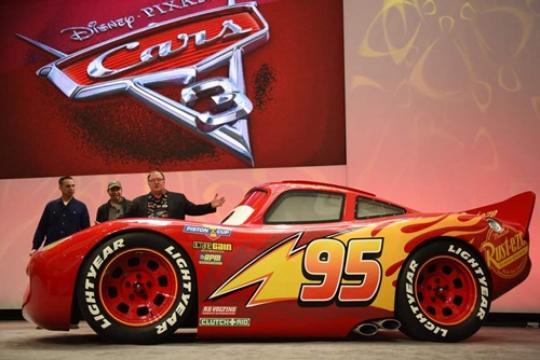 Ini dia kartun yang banyak jadi idola anak-anak karena karakter dan pesan moralnya, Cars. Setelah sukses dalam sekuel dua film sebelumnya, Cars-3 kini mulai dirilis. Yang membuatnya spesial nih Pulsker, si Lightning McQueen ada di alam nyata lho.