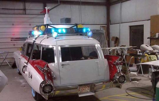 Dan terakhir, ada film Ghost Buster yang punya mobil dengan peralatan super lengkap. Para penggemar film ini pun akhirnya mewujudkannya dalam dunia nyata. Mobilnya dibuat dari sebuah mobil jenazah yang dibuat semirip mungkin seperti filmnya. Hii, ada yang mau naik?. Nah, itu dia Pulsker beberapa mobil unik yang terinspirasi dari film kartun dan fiksi. Mana mobil favorit kalian?.