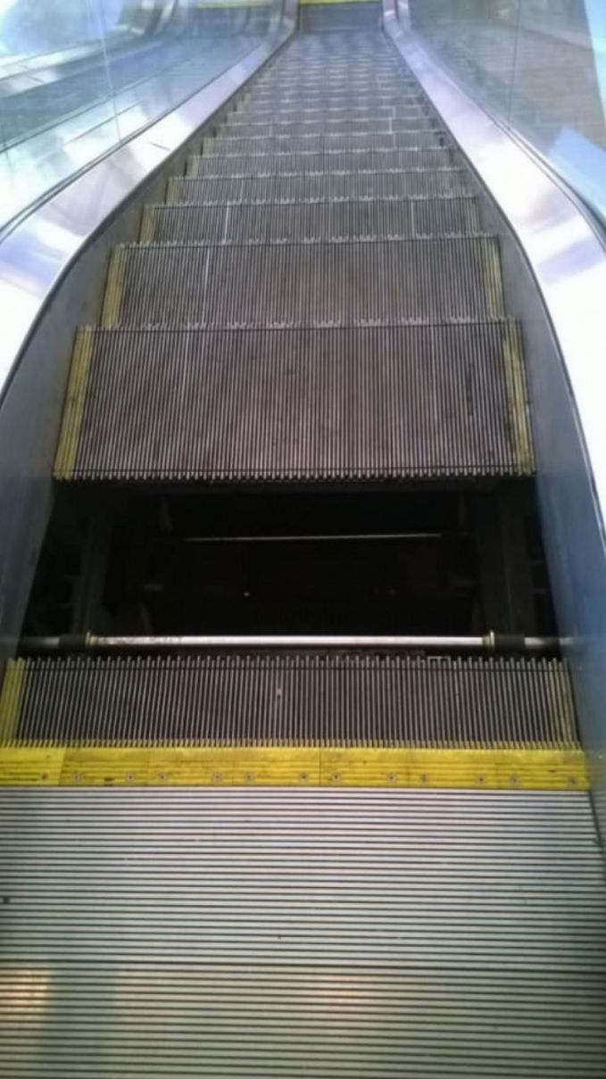 Apa yang kamu rasakan saat tiba-tiba eskalator yang kamu naiki itu anjlok?