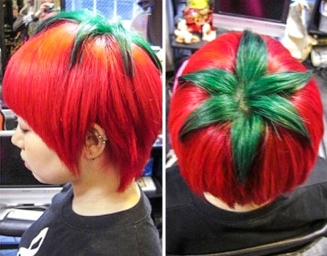 Lagi ngidam tomat ya mbak?. Sampai rambutnya diwarna ala tomat gitu. Cocok nih jadi duta tomat sedunia.