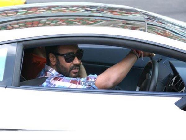 Yang pertama ada Ajay Devgan, Suami dari Kajol Devgan ini diketahui memiliki Mascherati Quattroporte yang ditaksir memiliki harga 2,8M!