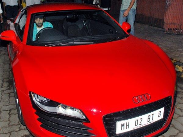 Tak hanya gemar koleksi super & luxury motor, Ranbir Kapoor yang dikenal sebagai Playboynya Bollywood ini juga memili Audi R8 yang memiliki harga 4M.