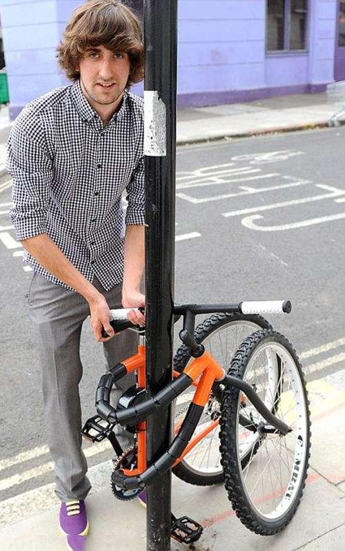 Wah, bukan hanya karet aja Pulsker yang elastis. Ternyata sepeda kali ini juga memiliki bentuk. Tapi fungsinya apa yah???