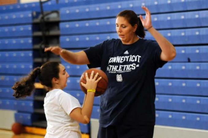 Segudang prestasi sudah ditorehkan oleh Kara Wolters Drinan. Seorang pemain WNBA yang memiliki tinggi sebesar 2,4 meter.