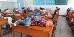 Kumpulan Foto Kelucuan Para Siswa Saat Tidur di Dalam Kelas