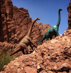 Berbekal Kreativitas dan Imajinasi, Mainan Dinosaurus Ini Nampak Lebih Hidup