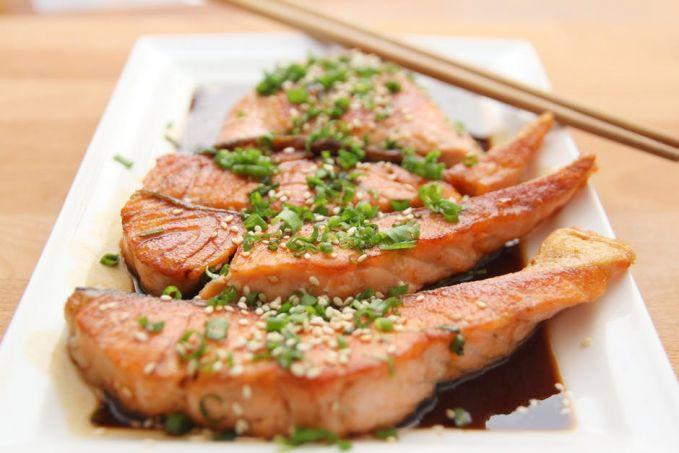 Ikan salmon memiliki kandungan asam lemak Omega-3 (DHA dan EPA) yang berfungsi sebagai suplemen pertumbuhan dan perkembangan otak. Berdasar penelitian, orang yang mendapatkan asupan asam lemak Omega-3 daya pikirannya lebih tajam. Ikan lainnya yang punya kandungan tersebut adalah tuna, namun asam lemak omega-3 ikan salmon lah yang lebih banyak.