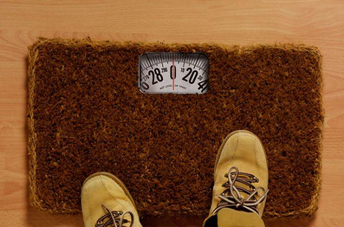 Lumayan, selain membersihkan alas kaki juga bisa sekalian ngecek berat badan kita.