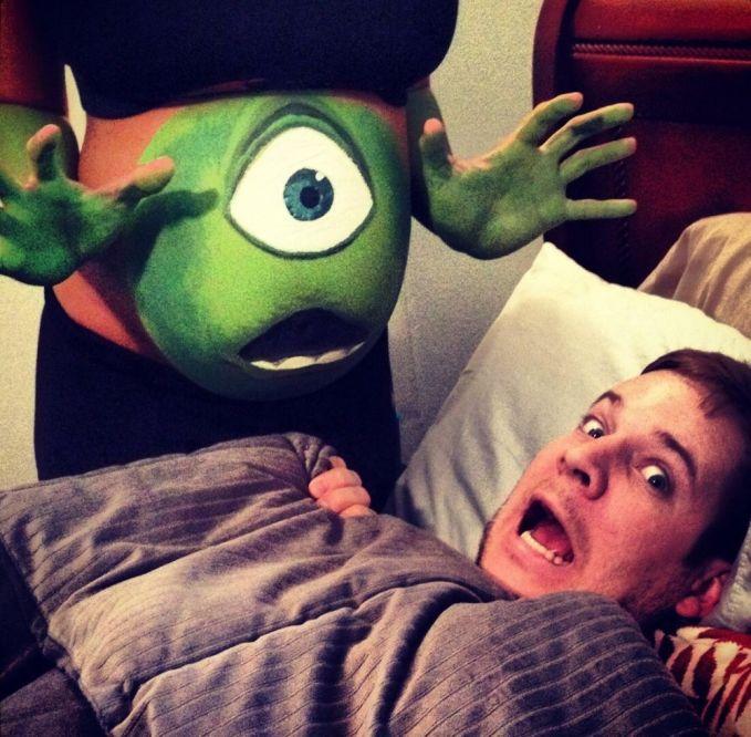 Ceritanya jadi Monster Universe nih. Wkwkwkw...