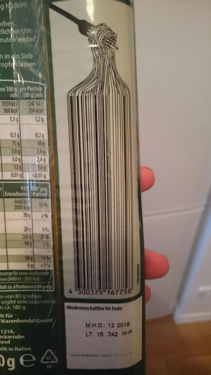Mentang mentang produknya sphagetti, bentuk barcodenya juga sphagetti. Ekekeke.