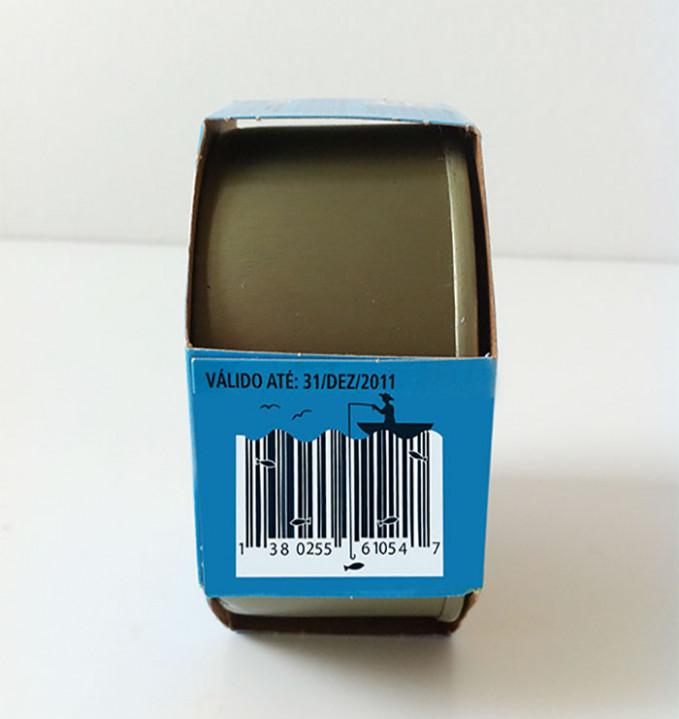 Yang ini mah sumpah niat banget desain barcodenya. Sampe ada ikan-ikannya pula.