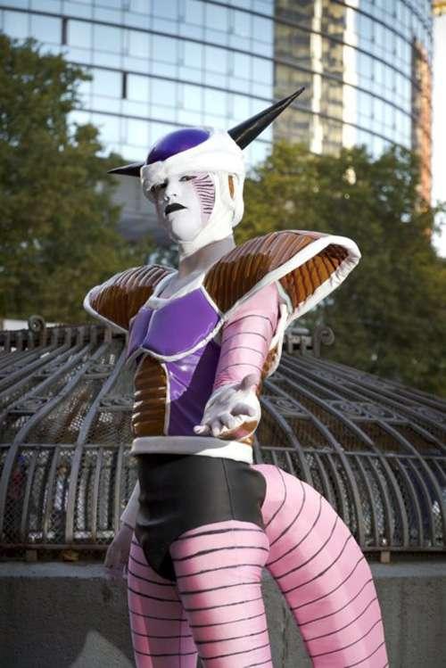 Ada pula yang berdandan layaknya tokoh Freezer.