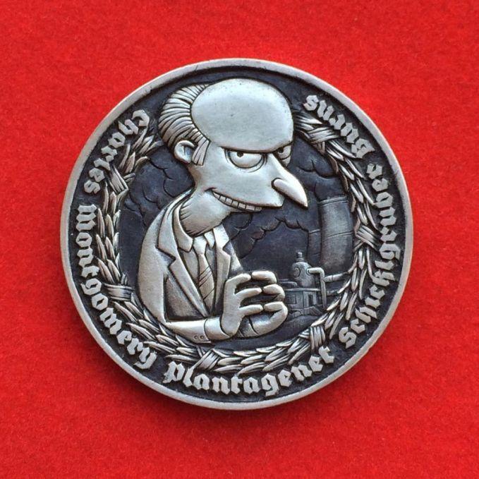Koin ini diukir dengan sosok Spongebob yang lagi duduk di singgasana 'Game of Thrones'. Lengkap dengan spatula andalannya.