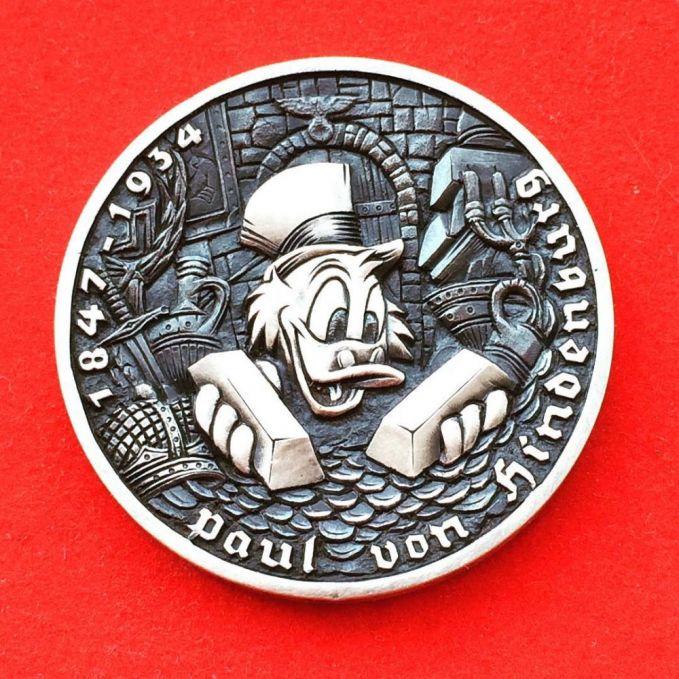Koin yang bergambar sosok Paman Gober layak buat dikoleksi para penggemarnya nih Pulsker.