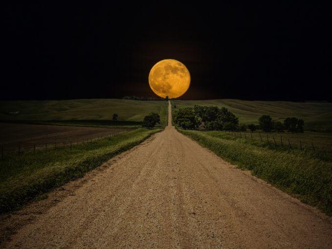 Jalan menuju bulan nih, jadi gaperlu jadi astrponaut dan bikin pesawat mahal-mahal deh!