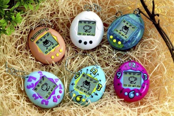 Selain Brick Game, gadget lainnya yang jadi favorit adalah Tamagotchi. Ibarat kata nih, Tamagotchi adalah hewan virtual.