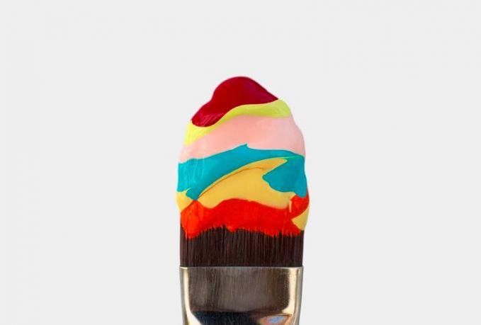 Hmm, pasti kalian bakalan menelan ludah ngeliat gumpalan catnya yang warna-warni seperti es krim rasa vanilla.