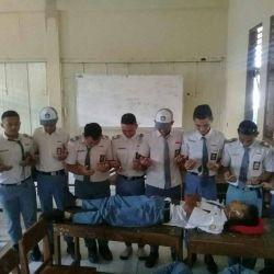 Potret Kelakuan Siswa Saat Mengerjai Temannya yang Tidur di Kelas, Gokil Parah