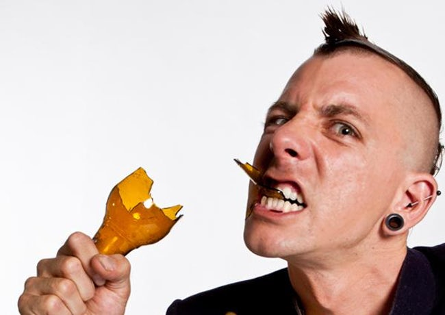 Gemar makan kaca atau beling Josh, pria yang berasal dari Ohio ini mengaku bahwa beling tidak ada rasanya. Tapi dia menyukai tekstur kasar saat memakan dan mengunyah beling dimulutnya. Dan berkat hobbynya yang sangat aneh ini, nama stand up comedian ini bertambah tenar.