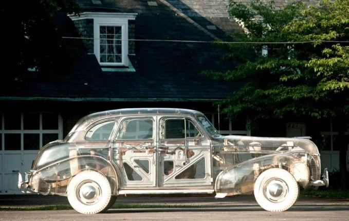 Cat yang dibikin transparan seolah terlihat bagian dalam mesin dan bodi mobilnya.