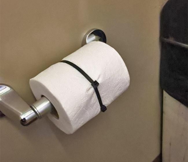 Percaya deh, kalo tisu toilet di rumah kamu diginiin bakal bertahan lama dan bahkan ga habis-habis. :V. #LifeHack
