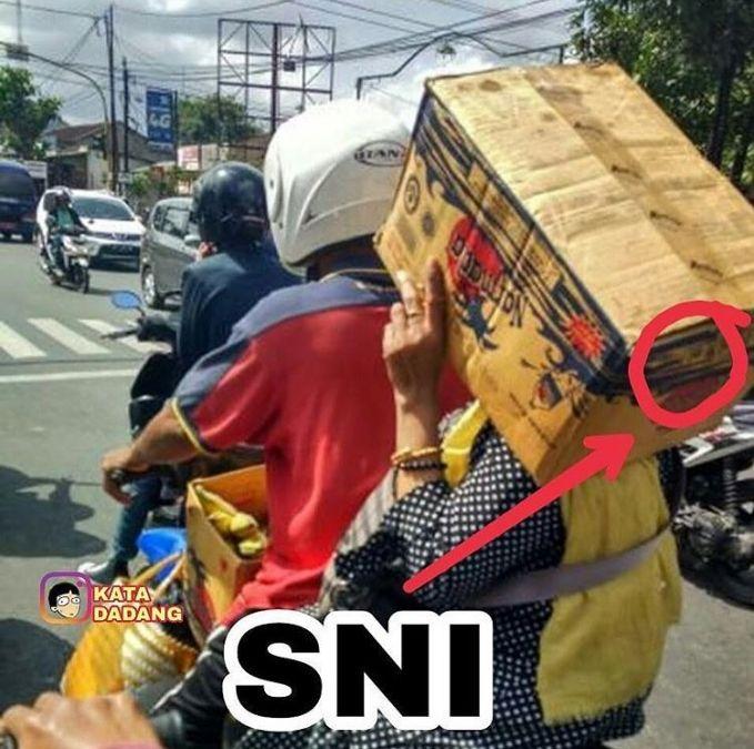 Siapa bilang nggak pakai helm? pakai kok, kualitas SNI lagi..