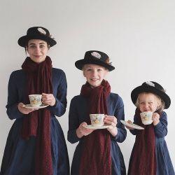 10 Foto Seorang Ibu yang Berfoto Kompak Dengan Kedua Anak Gadisnya