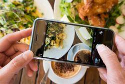 Cuma Orang Indonesia yang Punya 8 Kebiasaan Makan Unik Seperti Ini