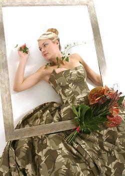 10 Gaun Pernikahan yang Terbuat dari Bahan Nggak Lazim