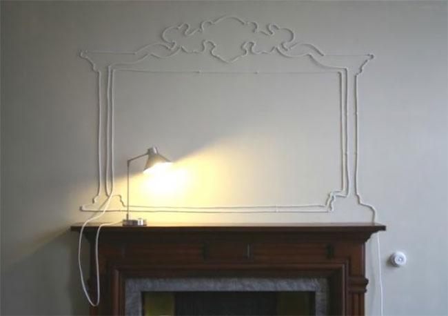 Kabel yang ditata mirip seperti cermin bergaya klasik diatas meja. Pas banget nih, apalagi kalau mejanya juga bergaya vintage.