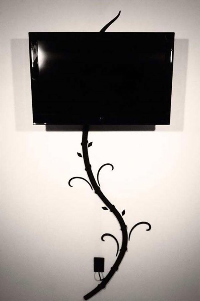 Motif cabang pohon berwarna hitam buat kalian yang suka dengan warna-warna elegan dan nggak ribet.