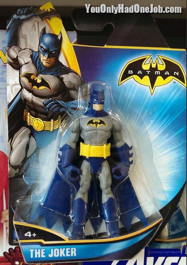 Yang bener mana sih?. Batman apa Joker ya?. Di kemasan isinya adalah patung batman, tapi di tulisannya Joker.