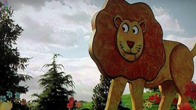Pernah dilarang tayang Salah satu episode yang berjudul See-Saw, sempat dilarang tayang dibeberapa negara karena karakter singa dan berunganya bikin anak-anak ketakutan. Kalau di Indonesia mah oke aja ya, asalkan mereka pakai baju..wkwkwkw