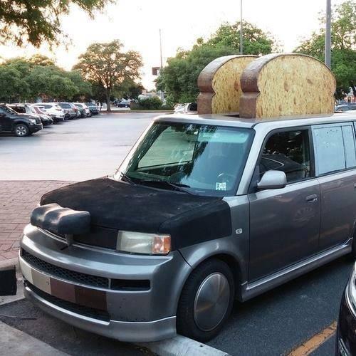 Mobil pemanggang roti Nggak kalah dengan mobil burger, inilah mobil pemanggang roti. Kira-kira yang punya mobil terinspirasi dari mana ya menciptakan mobil ini?