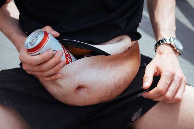 Bisa juga untuk menyimpan botol atau kaleng minuman saat berolahraga dan beraktivitas di luar rumah. Tinggal buka lalu ambil deh.