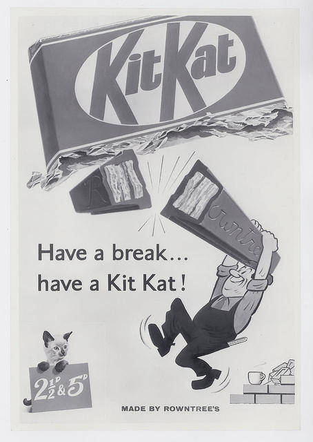 Pada awalnya pembuatan 'KitKat' bertujuan untuk makanan pelengkap saat makan siang Pulsker. Makanya bentuk dan ukurannya disesuaikan agar bisa muat di kotak makan.