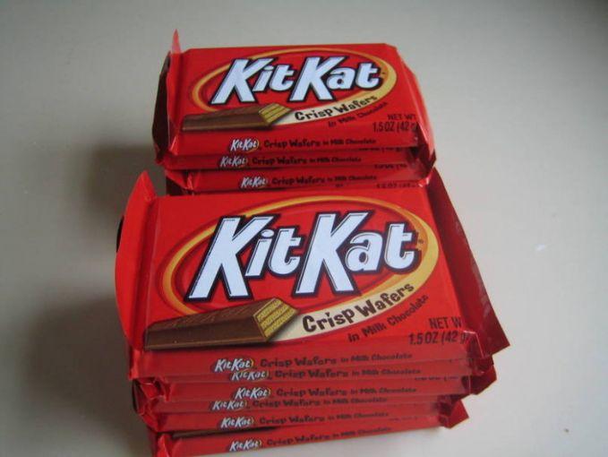 Pabrikan Nestle mengambil alih lisensi 'KitKat' dari Rowntree di tahun 1988. Selain itu pabrikan Hershey juga mengambil alih lisensi 'KitKat' di Amerika Serikat Pulsker.