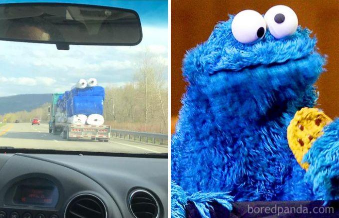 Tumpukan gulungan benda yang terbungkus plastik di sebuah truknya mirip sosok Cookie Monster.
