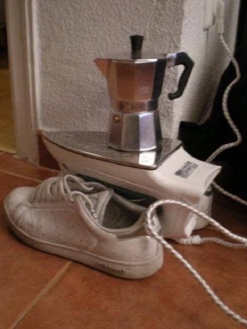 Terakhir kalian bisa bikin minuman hangat dengan menggunakan setrika Pulsker. Gimana, cukup mudah kan caranya?. Apalagi buat anak kost nih, bisa ngebantu banget deh.