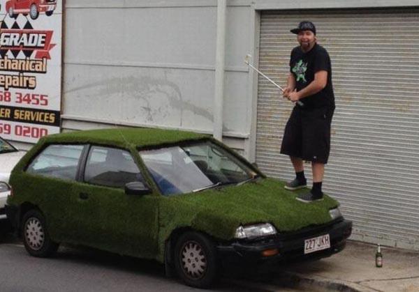 Nggak ada lapangan golf, mobil ini pun jadi alternatif. Itu beneran mobil punya sendiri kan, bukan punya orang lain?.