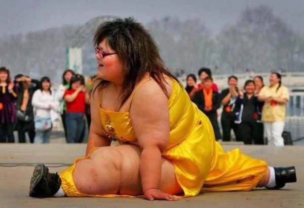 Awas, jangan macam-macam ya. Karena wanita ini punya jurus kungfu yang handal lho Pulsker.