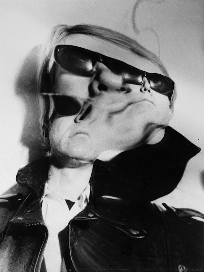Andy Warhol adalah seorang seniman dan pelukis tersohor kala itu. Penampilan machonya tahun 1960-an jadi hilang deh setelah ngeliat fotonya jadi gini.