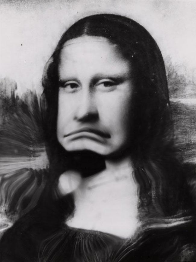 Bahkan Weegee juga memanipulasi foto lukisan paling terkenal di dunia, Monalisa. Dalam foto yang diambil tahun 1950-an ini Monalisa nampak nggak karuan.