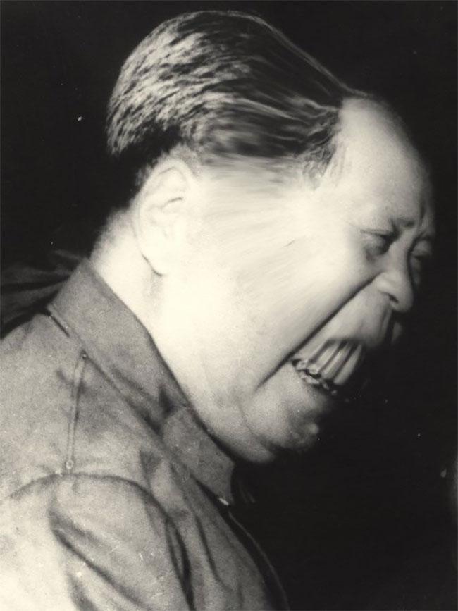 Mantan pemimpin Cina, Mao Zedong jadi mirip vampire deh pas fotonya diedit tahun 1966 silam.
