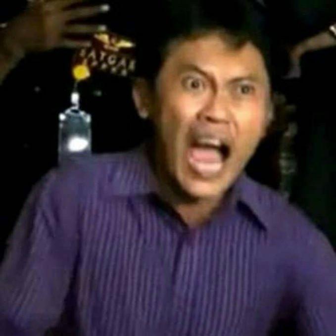 Orang ini dulu sempat konflik sama Eyang Subur Pulsker. Sampai-sampai nih, kemarahannya jadi sebuah lagu yang gokil lho.